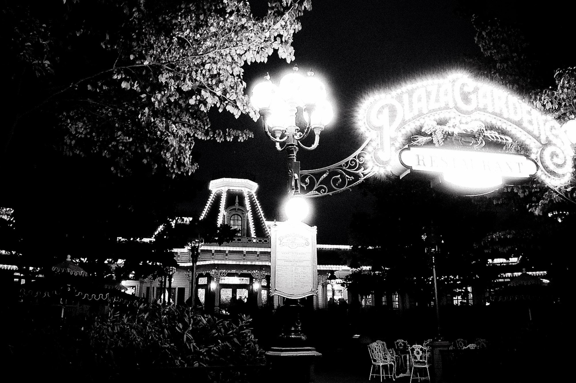 disneyland-paris-black-white--6
