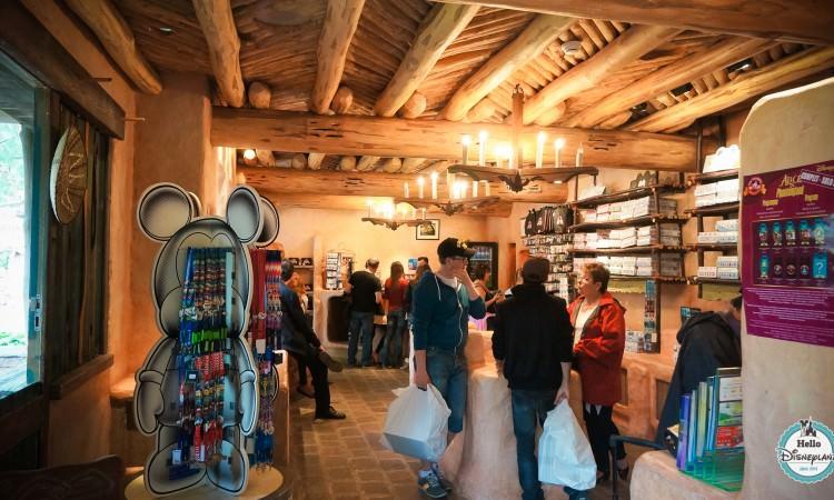 Pueblo Trading Post Boutique Pin Trading Disneyland Paris