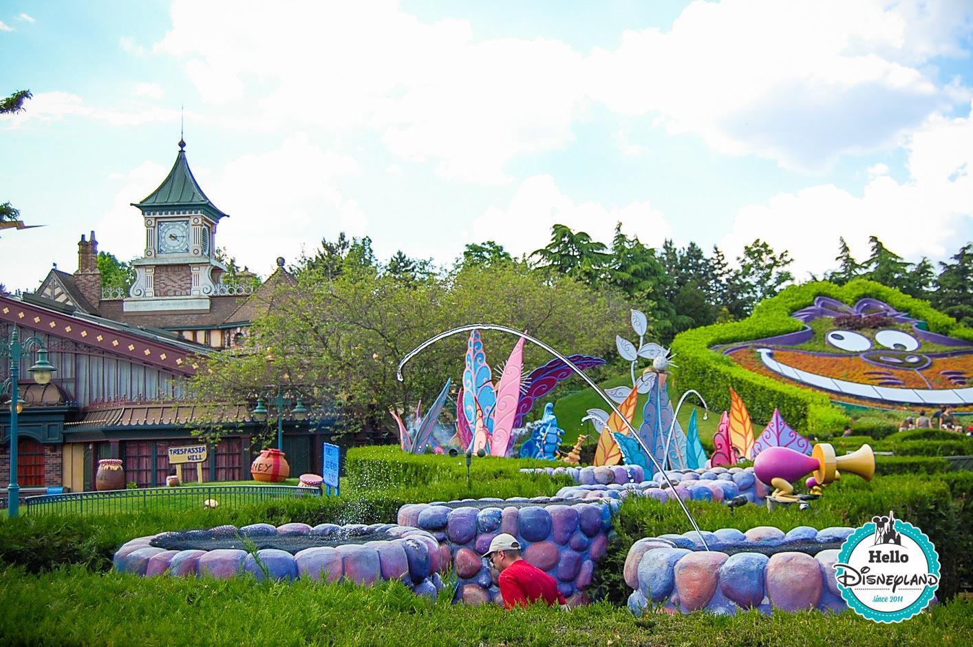 fontaines Alice labyrinth disneyland paris