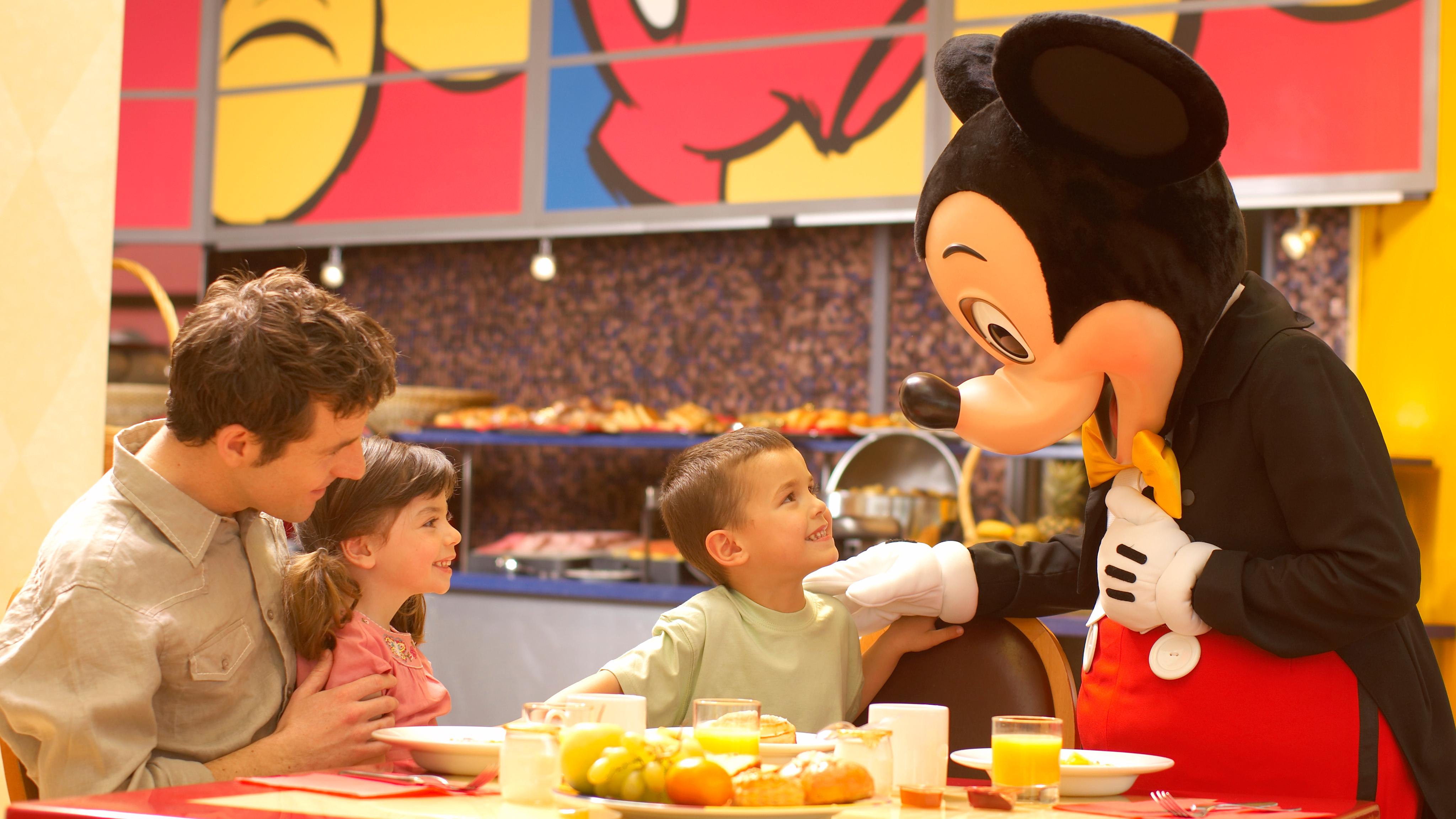 Manger avec des personnages  à Disneyland Paris
