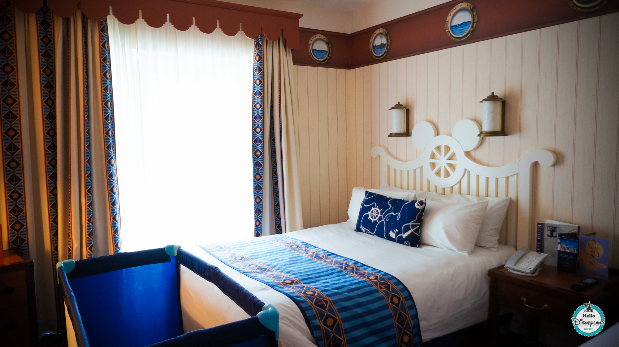Chambre hotel disneyland paris good disneyus hotel santa for Chambre castle club disneyland hotel