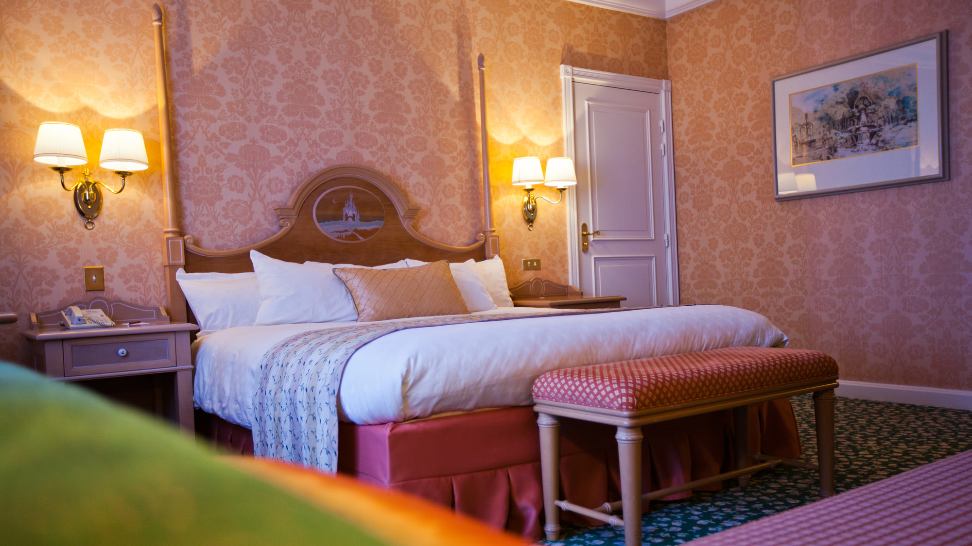 Chambre disneyland hotel gallery of disneyus hotel for Chambre a coucher classique chic