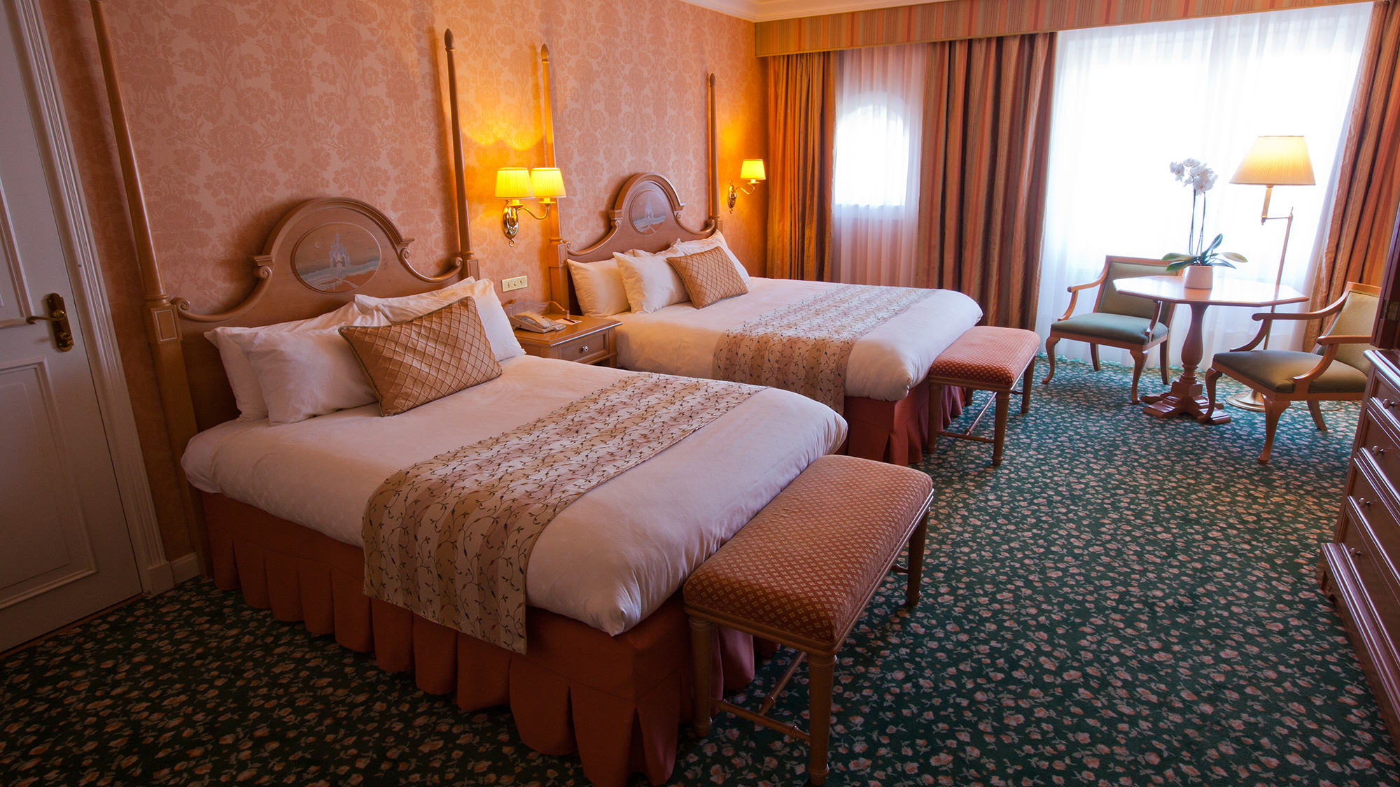 Hello disneyland le blog n 1 sur disneyland paris castle club empire state club compass - Chambre familiale disneyland hotel ...
