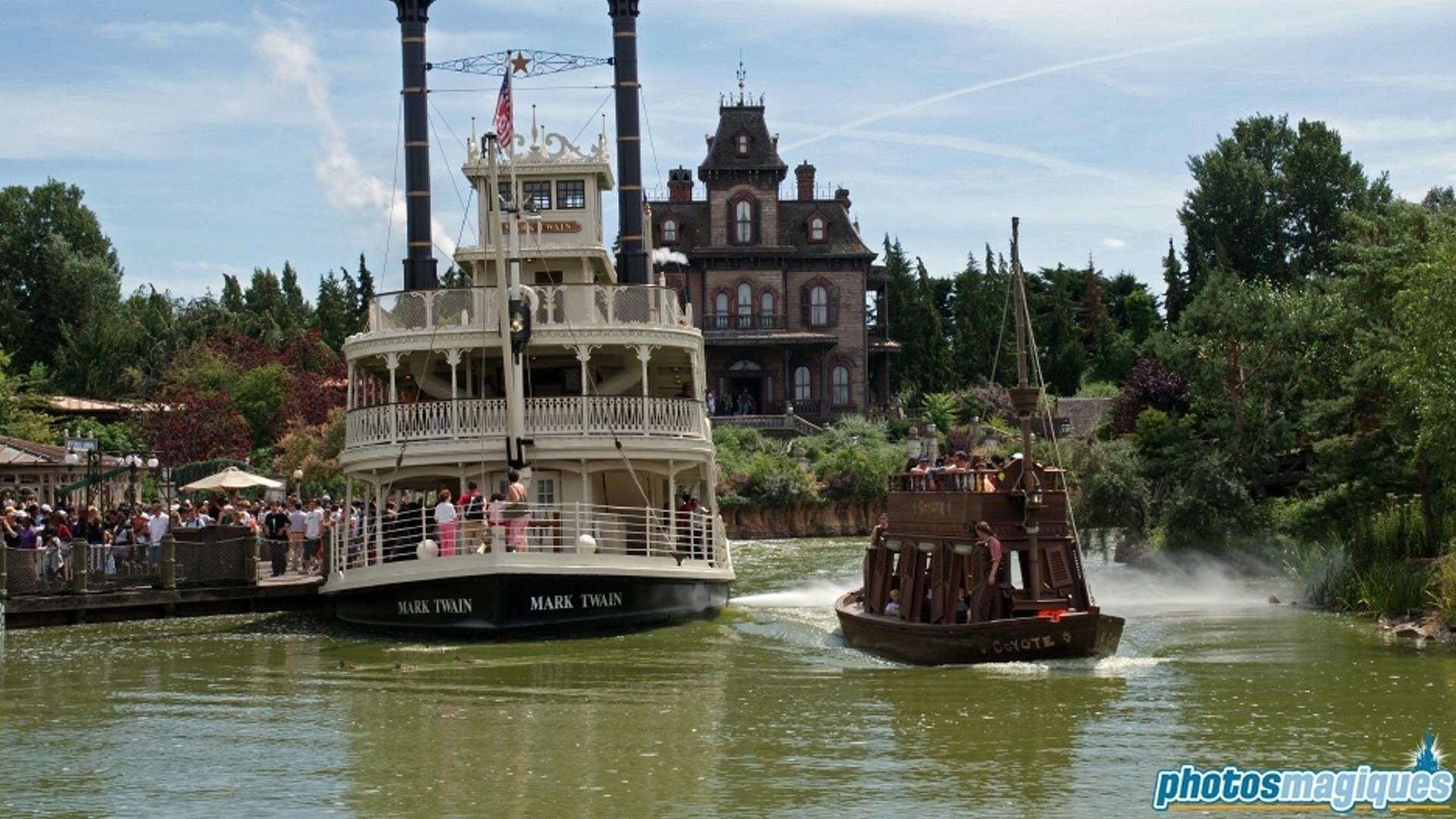 Mark twain Keelboats  Disneyland Paris