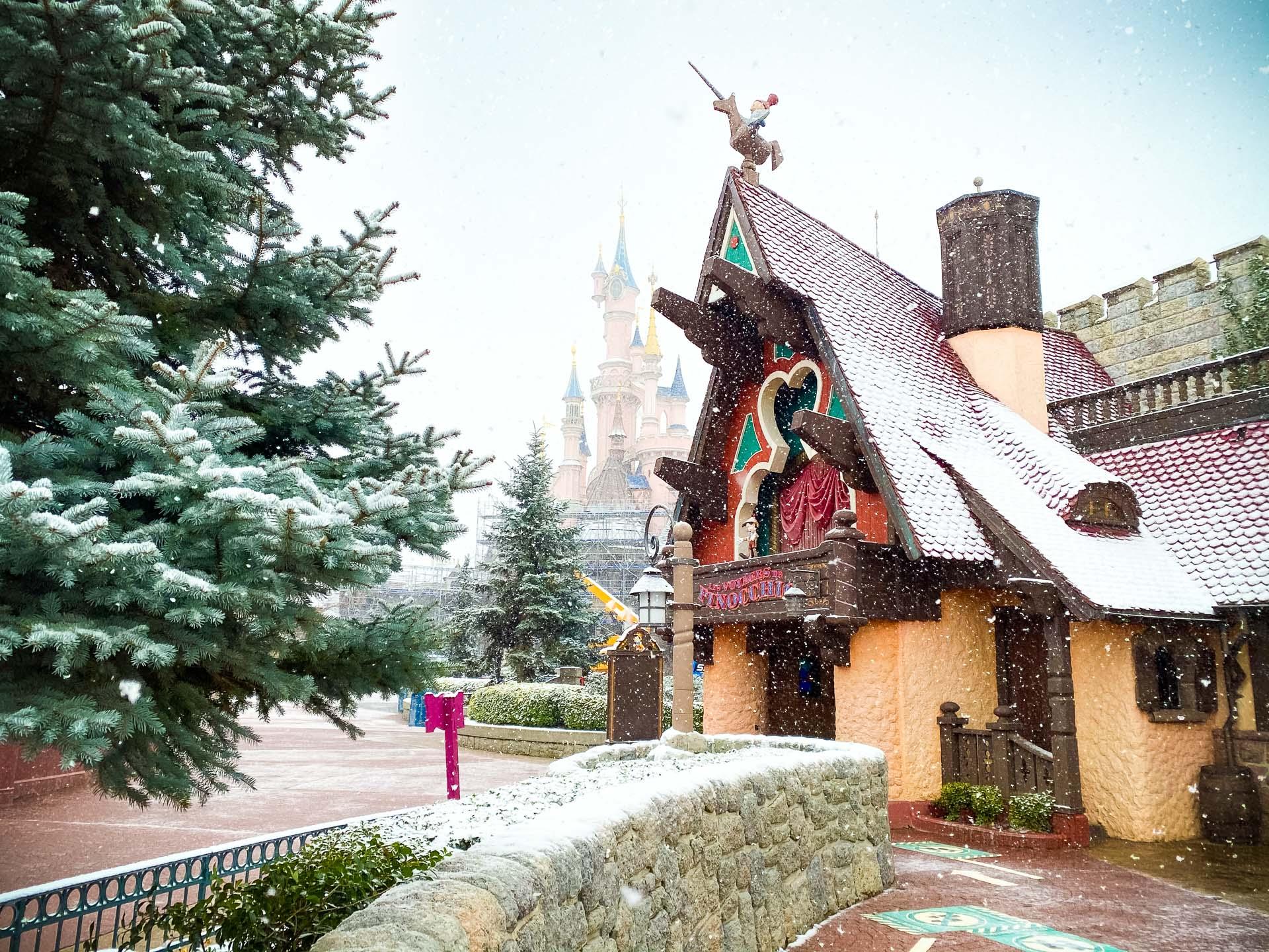 Disneyland Paris sous la neige
